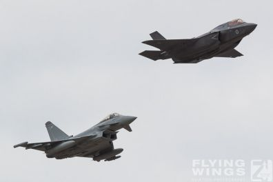 http://flying-wings.com/plugins/content/sige/plugin_sige/showthumb.php?img=/images/airshows/18_Farnborough/Flying_6/Farnborough_Typhoon_F-35-2408_Zeitler.jpg&width=396&height=300&quality=80&ratio=1&crop=0&crop_factor=50&thumbdetail=0