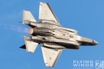 http://flying-wings.com/plugins/content/sige/plugin_sige/showthumb.php?img=/images/airshows/18_Hatzerim/adir/Israel_Adir-7609_Zeitler.jpg&width=396&height=300&quality=80&ratio=1&crop=0&crop_factor=50&thumbdetail=0