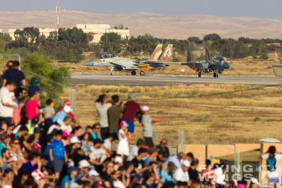 http://flying-wings.com/plugins/content/sige/plugin_sige/showthumb.php?img=/images/airshows/18_Hatzerim/so1/Israel_Ceremony-0092_Zeitler.jpg&width=396&height=300&quality=80&ratio=1&crop=0&crop_factor=50&thumbdetail=0
