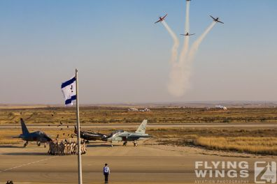 http://flying-wings.com/plugins/content/sige/plugin_sige/showthumb.php?img=/images/airshows/18_Hatzerim/so1/Israel_Ceremony-0093_Zeitler.jpg&width=396&height=300&quality=80&ratio=1&crop=0&crop_factor=50&thumbdetail=0