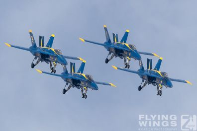 http://flying-wings.com/plugins/content/sige/plugin_sige/showthumb.php?img=/images/airshows/18_Houston/BA1_8/Houston_Airshow_Blue_Angels-4222_Zeitler.jpg&width=396&height=300&quality=80&ratio=1&crop=0&crop_factor=50&thumbdetail=0