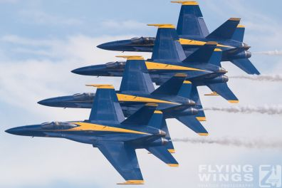http://flying-wings.com/plugins/content/sige/plugin_sige/showthumb.php?img=/images/airshows/18_Houston/BA1_8/Houston_Airshow_Blue_Angels-4255_Zeitler.jpg&width=396&height=300&quality=80&ratio=1&crop=0&crop_factor=50&thumbdetail=0
