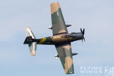 http://flying-wings.com/plugins/content/sige/plugin_sige/showthumb.php?img=/images/airshows/18_Houston/Warbirds_4/Houston_Airshow_Skyraider-3874_Zeitler.jpg&width=396&height=300&quality=80&ratio=1&crop=0&crop_factor=50&thumbdetail=0