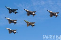 http://flying-wings.com/plugins/content/sige/plugin_sige/showthumb.php?img=/images/airshows/18_Hyakuri/gallery/Hyakuri_Airshow_Formation-8711_Zeitler.jpg&width=260&height=400&quality=80&ratio=1&crop=0&crop_factor=50&thumbdetail=0
