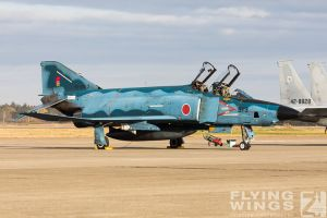 http://flying-wings.com/plugins/content/sige/plugin_sige/showthumb.php?img=/images/airshows/18_Hyakuri/gallery/Hyakuri_Airshow_RF-4E-5156_Zeitler.jpg&width=260&height=400&quality=80&ratio=1&crop=0&crop_factor=50&thumbdetail=0