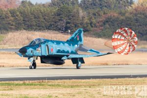 http://flying-wings.com/plugins/content/sige/plugin_sige/showthumb.php?img=/images/airshows/18_Hyakuri/gallery/Hyakuri_Airshow_RF-4E-8777_Zeitler.jpg&width=260&height=400&quality=80&ratio=1&crop=0&crop_factor=50&thumbdetail=0