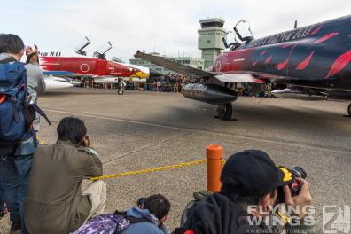 http://flying-wings.com/plugins/content/sige/plugin_sige/showthumb.php?img=/images/airshows/18_Hyakuri/intro_2/Hyakuri_Airshow_static-5539_Zeitler.jpg&width=396&height=300&quality=80&ratio=1&crop=0&crop_factor=50&thumbdetail=0