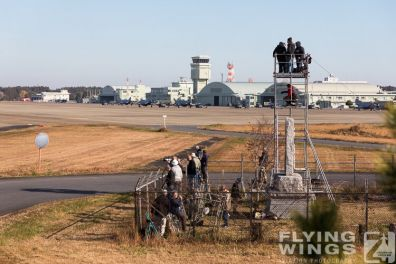 http://flying-wings.com/plugins/content/sige/plugin_sige/showthumb.php?img=/images/airshows/18_Japan/2/Hyakuri_so-2917_Zeitler.jpg&width=396&height=300&quality=80&ratio=1&crop=0&crop_factor=50&thumbdetail=0