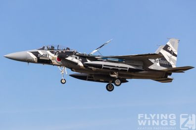 http://flying-wings.com/plugins/content/sige/plugin_sige/showthumb.php?img=/images/airshows/18_Japan/8/Komatsu_Aggressors-8001_Zeitler.jpg&width=396&height=300&quality=80&ratio=1&crop=0&crop_factor=50&thumbdetail=0