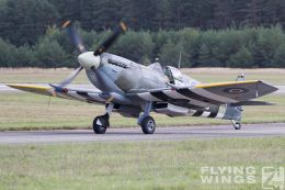 http://flying-wings.com/plugins/content/sige/plugin_sige/showthumb.php?img=/images/airshows/18_Pilsen/wwii_15/Pilsen_Spitfire-0542_Zeitler.jpg&width=260&height=300&quality=80&ratio=1&crop=0&crop_factor=50&thumbdetail=0