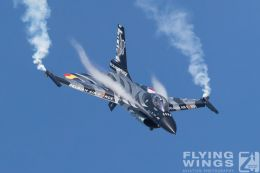 http://flying-wings.com/plugins/content/sige/plugin_sige/showthumb.php?img=/images/airshows/18_Radom/Jets_9/Radom_F-16_Belgium-6558_Zeitler.jpg&width=260&height=300&quality=80&ratio=1&crop=0&crop_factor=50&thumbdetail=0