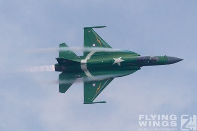 http://flying-wings.com/plugins/content/sige/plugin_sige/showthumb.php?img=/images/airshows/18_Radom/Pakistan_4/Radom_JF-17-7605_Zeitler.jpg&width=396&height=300&quality=80&ratio=1&crop=0&crop_factor=50&thumbdetail=0