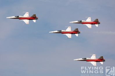 http://flying-wings.com/plugins/content/sige/plugin_sige/showthumb.php?img=/images/airshows/18_Radom/flying_6/Radom_Patrouille_Suisse-6623_Zeitler.jpg&width=396&height=300&quality=80&ratio=1&crop=0&crop_factor=50&thumbdetail=0