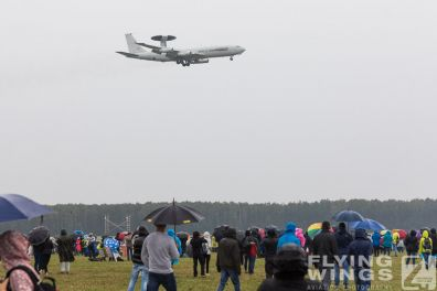 http://flying-wings.com/plugins/content/sige/plugin_sige/showthumb.php?img=/images/airshows/18_Radom/rain_4/Radom_AWACS-6863_Zeitler.jpg&width=396&height=300&quality=80&ratio=1&crop=0&crop_factor=50&thumbdetail=0