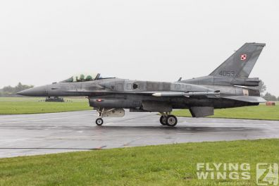 http://flying-wings.com/plugins/content/sige/plugin_sige/showthumb.php?img=/images/airshows/18_Radom/rain_4/Radom_F-16_Poland-6778_Zeitler.jpg&width=396&height=300&quality=80&ratio=1&crop=0&crop_factor=50&thumbdetail=0