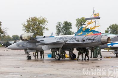 http://flying-wings.com/plugins/content/sige/plugin_sige/showthumb.php?img=/images/airshows/18_Radom/rain_4/Radom_Gripen_Czech-6847_Zeitler.jpg&width=396&height=300&quality=80&ratio=1&crop=0&crop_factor=50&thumbdetail=0