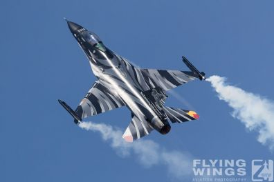 http://flying-wings.com/plugins/content/sige/plugin_sige/showthumb.php?img=/images/airshows/18_Radom/review_6/Radom_F-16_Belgium-6575_Zeitler.jpg&width=396&height=300&quality=80&ratio=1&crop=0&crop_factor=50&thumbdetail=0