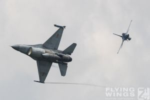 http://flying-wings.com/plugins/content/sige/plugin_sige/showthumb.php?img=/images/airshows/18_bias/RoAF2//BIAS_F-16-5426_Zeitler.jpg&width=396&height=300&quality=80&ratio=1&crop=0&crop_factor=50&thumbdetail=0