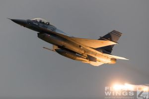 http://flying-wings.com/plugins/content/sige/plugin_sige/showthumb.php?img=/images/airshows/18_bias/RoAF2//BIAS_F-16-6303_Zeitler.jpg&width=396&height=300&quality=80&ratio=1&crop=0&crop_factor=50&thumbdetail=0