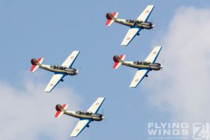 http://flying-wings.com/plugins/content/sige/plugin_sige/showthumb.php?img=/images/airshows/18_bias/RoAF2//BIAS_Yak-52-5760_Zeitler.jpg&width=396&height=300&quality=80&ratio=1&crop=0&crop_factor=50&thumbdetail=0