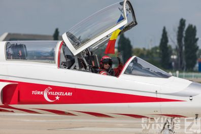 http://flying-wings.com/plugins/content/sige/plugin_sige/showthumb.php?img=/images/airshows/18_bias/Teams2//BIAS_Turkish_Stars-5975_Zeitler.jpg&width=396&height=300&quality=80&ratio=1&crop=0&crop_factor=50&thumbdetail=0