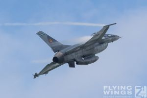http://flying-wings.com/plugins/content/sige/plugin_sige/showthumb.php?img=/images/airshows/18_bias/gallery//BIAS_F-16-4670_Zeitler.jpg&width=180&height=200&quality=80&ratio=1&crop=0&crop_factor=50&thumbdetail=0