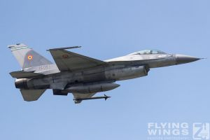 http://flying-wings.com/plugins/content/sige/plugin_sige/showthumb.php?img=/images/airshows/18_bias/gallery//BIAS_F-16-5448_Zeitler.jpg&width=180&height=200&quality=80&ratio=1&crop=0&crop_factor=50&thumbdetail=0