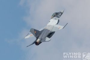 http://flying-wings.com/plugins/content/sige/plugin_sige/showthumb.php?img=/images/airshows/18_bias/gallery//BIAS_F-16-5498_Zeitler.jpg&width=180&height=200&quality=80&ratio=1&crop=0&crop_factor=50&thumbdetail=0
