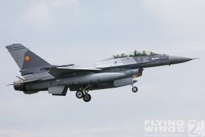http://flying-wings.com/plugins/content/sige/plugin_sige/showthumb.php?img=/images/airshows/18_bias/gallery//BIAS_F-16-5658_Zeitler.jpg&width=180&height=200&quality=80&ratio=1&crop=0&crop_factor=50&thumbdetail=0