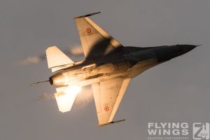 http://flying-wings.com/plugins/content/sige/plugin_sige/showthumb.php?img=/images/airshows/18_bias/gallery//BIAS_F-16-6260_Zeitler.jpg&width=180&height=200&quality=80&ratio=1&crop=0&crop_factor=50&thumbdetail=0