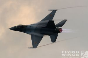 http://flying-wings.com/plugins/content/sige/plugin_sige/showthumb.php?img=/images/airshows/18_bias/gallery//BIAS_F-16-6329_Zeitler.jpg&width=180&height=200&quality=80&ratio=1&crop=0&crop_factor=50&thumbdetail=0