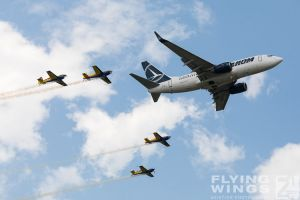 http://flying-wings.com/plugins/content/sige/plugin_sige/showthumb.php?img=/images/airshows/18_bias/gallery//BIAS_Tarom-6059_Zeitler.jpg&width=180&height=200&quality=80&ratio=1&crop=0&crop_factor=50&thumbdetail=0