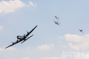 http://flying-wings.com/plugins/content/sige/plugin_sige/showthumb.php?img=/images/airshows/18_duxford/Bulls2//Duxford_Legends_Flying_Bulls-3199_Zeitler.jpg&width=260&height=400&quality=80&ratio=1&crop=0&crop_factor=50&thumbdetail=0