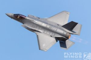 http://flying-wings.com/plugins/content/sige/plugin_sige/showthumb.php?img=/images/airshows/18_duxford/Gallery//Duxford_Legends_F-35-2041_Zeitler.jpg&width=180&height=200&quality=80&ratio=1&crop=0&crop_factor=50&thumbdetail=0