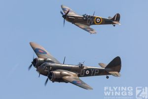 http://flying-wings.com/plugins/content/sige/plugin_sige/showthumb.php?img=/images/airshows/18_duxford/Gallery//Duxford_Legends_Formation-3099_Zeitler.jpg&width=180&height=200&quality=80&ratio=1&crop=0&crop_factor=50&thumbdetail=0