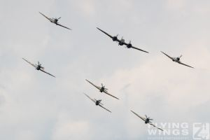 http://flying-wings.com/plugins/content/sige/plugin_sige/showthumb.php?img=/images/airshows/18_duxford/Gallery//Duxford_Legends_Formation-9572_Zeitler.jpg&width=180&height=200&quality=80&ratio=1&crop=0&crop_factor=50&thumbdetail=0