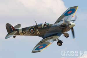 http://flying-wings.com/plugins/content/sige/plugin_sige/showthumb.php?img=/images/airshows/18_duxford/Gallery//Duxford_Legends_Spitfires-1189_Zeitler.jpg&width=180&height=200&quality=80&ratio=1&crop=0&crop_factor=50&thumbdetail=0