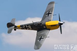 http://flying-wings.com/plugins/content/sige/plugin_sige/showthumb.php?img=/images/airshows/18_duxford/Gallery//Duxford_Legends_White_9-1568_Zeitler.jpg&width=180&height=200&quality=80&ratio=1&crop=0&crop_factor=50&thumbdetail=0
