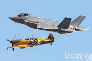 http://flying-wings.com/plugins/content/sige/plugin_sige/showthumb.php?img=/images/airshows/18_duxford/Heritage2//Duxford_Legends_USAF_Heritage_Flight-2004_Zeitler.jpg&width=396&height=300&quality=80&ratio=1&crop=0&crop_factor=50&thumbdetail=0