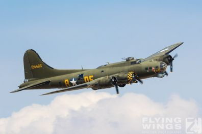 http://flying-wings.com/plugins/content/sige/plugin_sige/showthumb.php?img=/images/airshows/18_duxford/USAAF2//Duxford_Legends_B-17-1861_Zeitler.jpg&width=396&height=300&quality=80&ratio=1&crop=0&crop_factor=50&thumbdetail=0