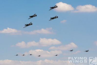 http://flying-wings.com/plugins/content/sige/plugin_sige/showthumb.php?img=/images/airshows/18_duxford/intro2//Duxford_Legends_Spitfires-3038_Zeitler.jpg&width=396&height=300&quality=80&ratio=1&crop=0&crop_factor=50&thumbdetail=0