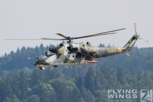 http://flying-wings.com/plugins/content/sige/plugin_sige/showthumb.php?img=/images/airshows/18_siaf/Gallery/SIAF_Mi-24_Mi-17_Czech-8149_Zeitler.jpg&width=180&height=200&quality=80&ratio=1&crop=0&crop_factor=50&thumbdetail=0