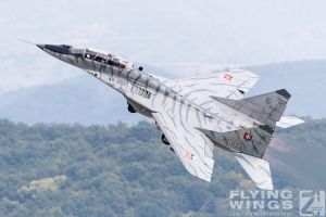 http://flying-wings.com/plugins/content/sige/plugin_sige/showthumb.php?img=/images/airshows/18_siaf/Gallery/SIAF_MiG-29-9433_Zeitler.jpg&width=180&height=200&quality=80&ratio=1&crop=0&crop_factor=50&thumbdetail=0