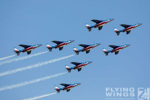 http://flying-wings.com/plugins/content/sige/plugin_sige/showthumb.php?img=/images/airshows/18_siaf/Gallery/SIAF_Patrouille_de_France-7269_Zeitler.jpg&width=180&height=200&quality=80&ratio=1&crop=0&crop_factor=50&thumbdetail=0