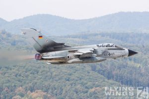 http://flying-wings.com/plugins/content/sige/plugin_sige/showthumb.php?img=/images/airshows/18_siaf/Hor_Tor/SIAF_Tornado_Luftwaffe-0292_Zeitler.jpg&width=396&height=300&quality=80&ratio=1&crop=0&crop_factor=50&thumbdetail=0
