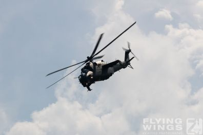 http://flying-wings.com/plugins/content/sige/plugin_sige/showthumb.php?img=/images/airshows/18_siaf/Mi-24_Pol/SIAF_Mi-24_Poland-7898_Zeitler.jpg&width=396&height=300&quality=80&ratio=1&crop=0&crop_factor=50&thumbdetail=0