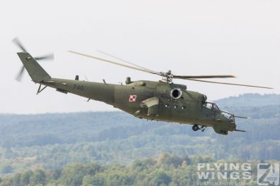 http://flying-wings.com/plugins/content/sige/plugin_sige/showthumb.php?img=/images/airshows/18_siaf/Mi-24_Pol/SIAF_Mi-24_Poland-8206_Zeitler.jpg&width=396&height=300&quality=80&ratio=1&crop=0&crop_factor=50&thumbdetail=0