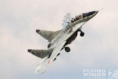 http://flying-wings.com/plugins/content/sige/plugin_sige/showthumb.php?img=/images/airshows/18_siaf/MiGs/SIAF_MiG-29-8602_Zeitler.jpg&width=396&height=300&quality=80&ratio=1&crop=0&crop_factor=50&thumbdetail=0