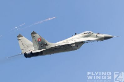http://flying-wings.com/plugins/content/sige/plugin_sige/showthumb.php?img=/images/airshows/18_siaf/MiGs/SIAF_MiG-29-8691_Zeitler.jpg&width=396&height=300&quality=80&ratio=1&crop=0&crop_factor=50&thumbdetail=0
