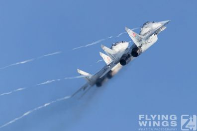 http://flying-wings.com/plugins/content/sige/plugin_sige/showthumb.php?img=/images/airshows/18_siaf/MiGs/SIAF_MiG-29-8717_Zeitler.jpg&width=396&height=300&quality=80&ratio=1&crop=0&crop_factor=50&thumbdetail=0